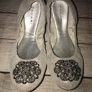 Woman's Tahari Ballet Flats Silvery White Size 8